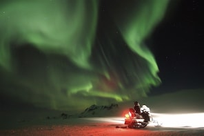 Rovaniemi: Hunting Northern Lights with Snowmobile Ride