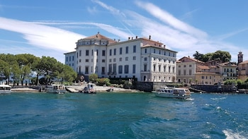 Lake Maggiore Sightseeing Tour from Stresa