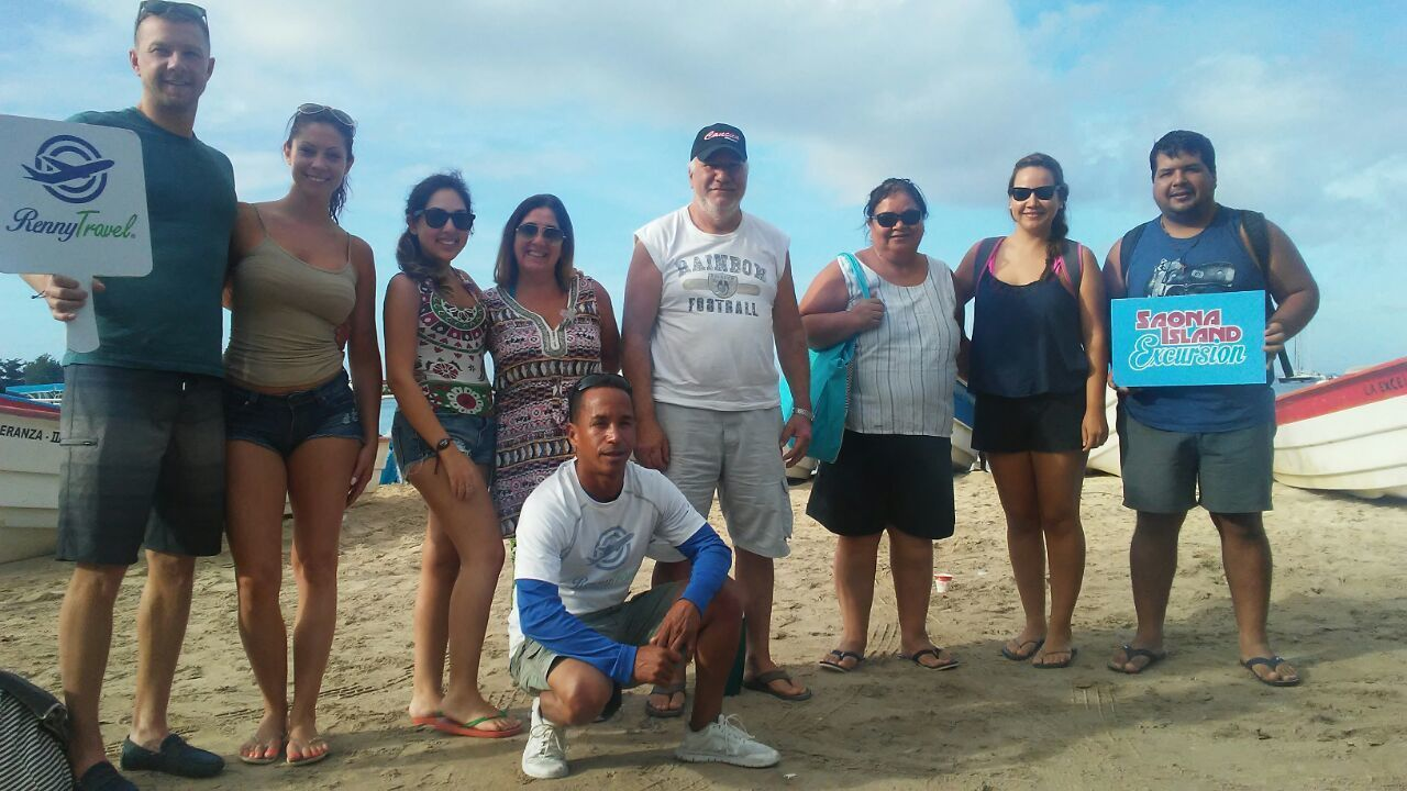 Group on a tour of Saona Island with Renny Travel