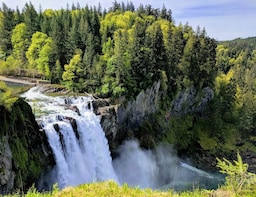 Seattle Wine and Waterfall - Luxury Small Group Day Tour