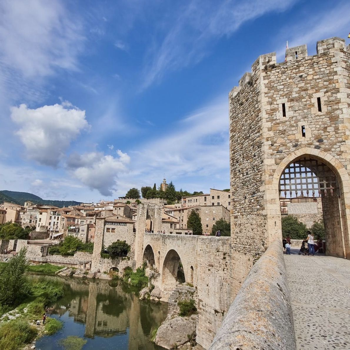 Private Full Day Tour: Three Mediaeval Towns Plus Lunch