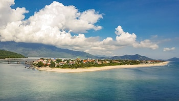 Marble Mountain, Hai Van Pass & Lang Co Beach from Da Nang