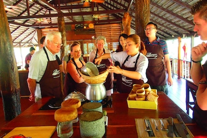 Group on a Thai cooking class in Chiang Mai