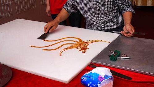 Local artist at work in Fengjing