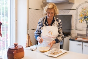 Private cooking class at a Cesarina's home in Sorrento