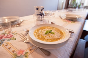 Lake Garda:Private Market tour + 4-course Meal in local home