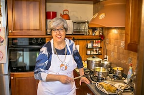 Private cooking class at a Cesarina's home in Modena