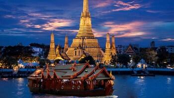 Wan Fah Dinner Cruise Along Chao Phraya River