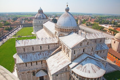 Cathedral near Leaning tower of Pisa, Italy (1).jpg