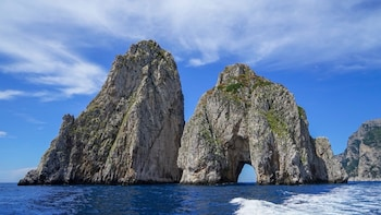 Relaxing Private Boat Excursion Around the Island of Capri