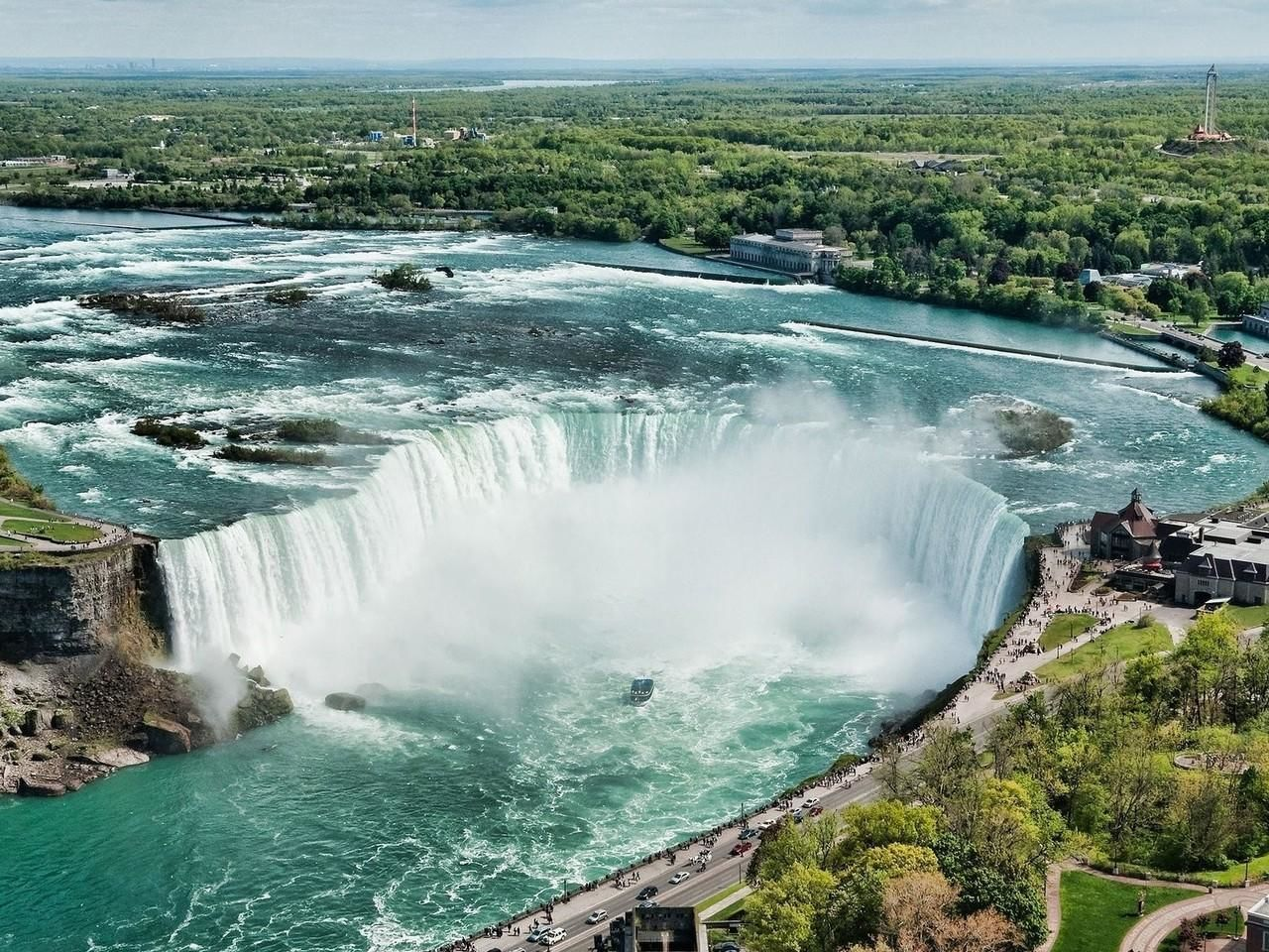 Niagara Falls Day Small Group Tour from Toronto