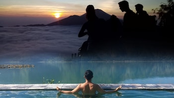 Bali Volcano Sunrise Trekking with Optional Hot Springs