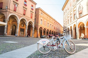 Bologna's Gelato and Slushy Bike Tour