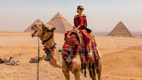 Private Tour to Giza Pyramids by Camel