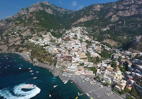 Amalfi Coast Highlights Private Boat Tour from Salerno