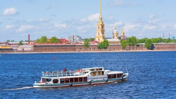 Private St. Petersburg Sightseeing and Neva River Cruise
