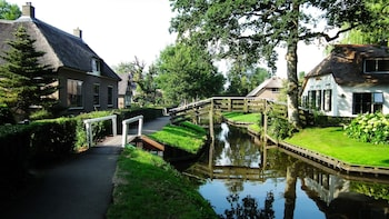 Private Sightseeing Tour to Giethoorn from Amsterdam