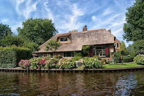 Private Sightseeing Tour to Giethoorn and the Windmills