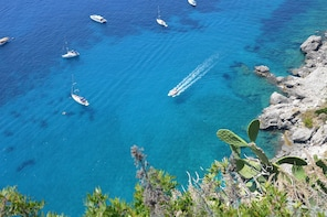 See the Island of Capri on a Boat Cruise from Praiano