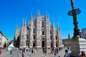Cosmopolitan Milan: 1 Day Tour from Lake Garda