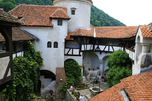 Private Tour to Dracula Castle and Brasov