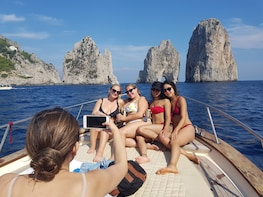 Capri small group tour by boat and blue grotto