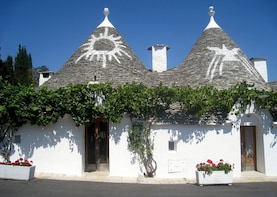 "Walking tour Alberobello and ""Rosolio"" tasting"