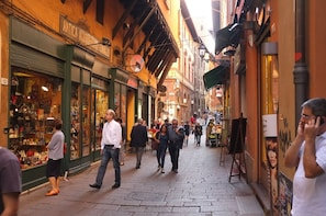 Food Tasting Walking tour of Bologna