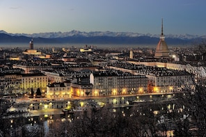 Turin by night: guided tour & vermouth tasting in Vanchiglia