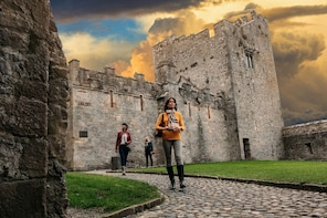 Tour in Spanish: Cahir Castle, Cork City and Rock of Cashel