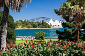 Luxury Sydney Private Day Tour - See Sydney in Style!