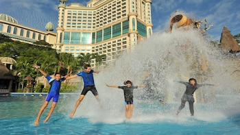 Day Trip Sunway Lagoon With Lunch And Hotel Transfer