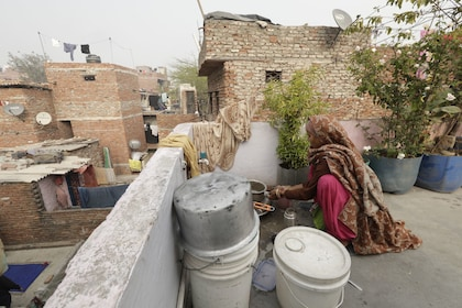 Small-Group Tour of a Delhi Slum