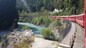 Glacier Express 1-day-tour with private tourguide from Basel