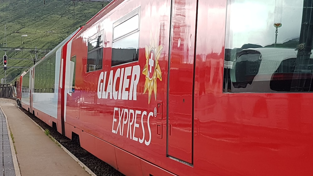 Glacier Express 1-day-tour with private tourguide from Bern