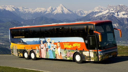 Original Sound of Music Tour - Tour bus © Salzburg Panorama Tours.jpg