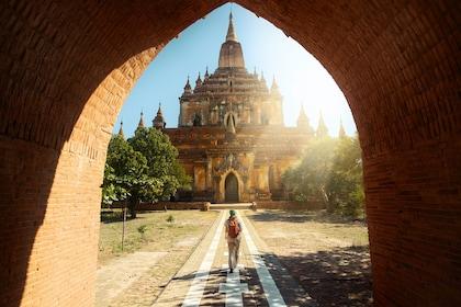 Htilominlo temple, Bagan.jpg
