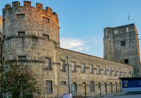 Costume Character Guided Tour at Oxford Castle & Prison