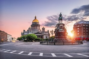 St Petersburg 2-Day Group Visa-Free Tour with Faberge Museum