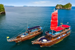 Pig Island by Dragon Yacht - 7 Islands, Snorkeling, kayaking
