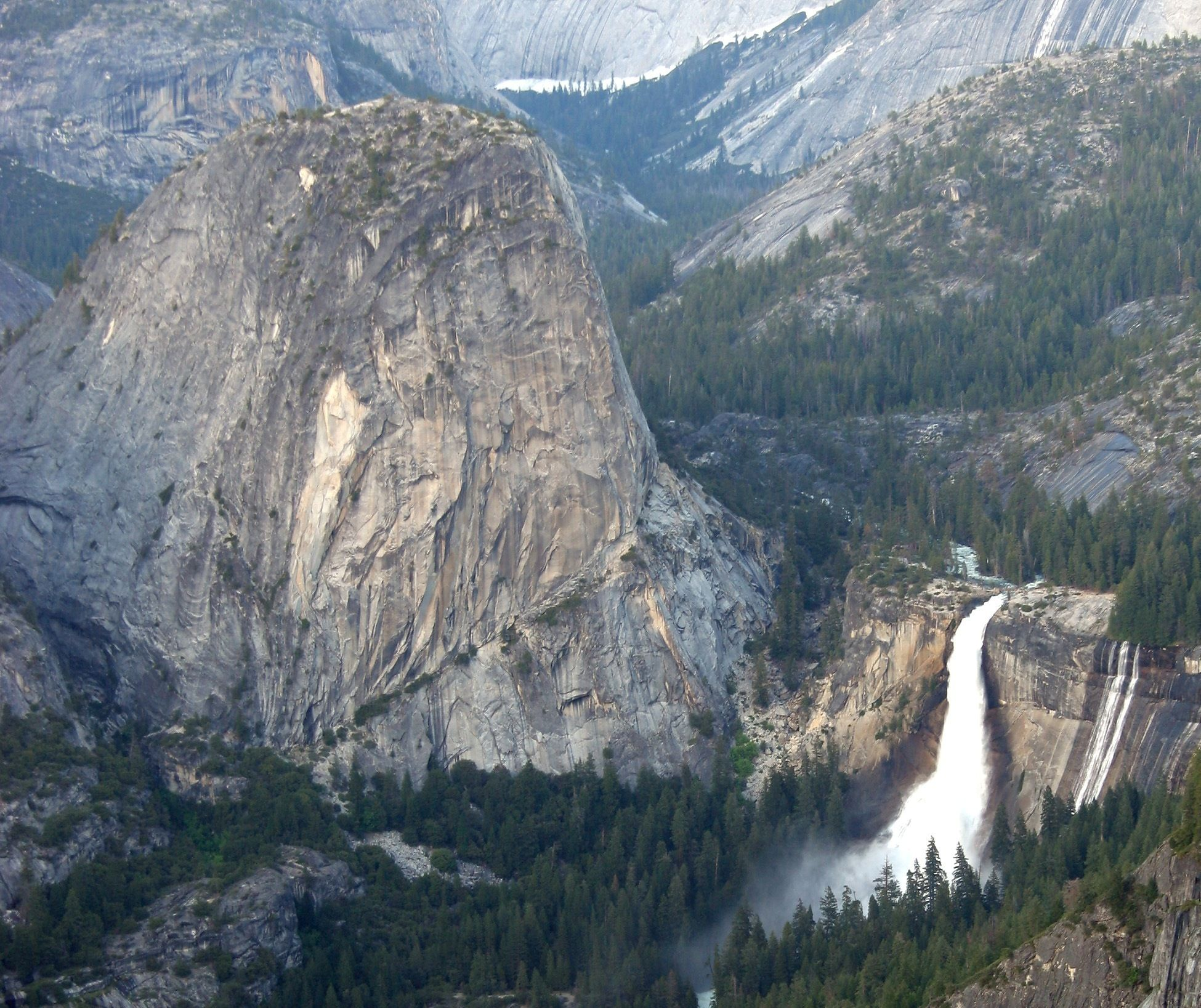 Yosemite One Way / Round Trip by Train and Bus