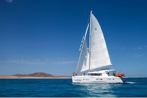 4-Hour Luxury Boat Trip to Isla de Lobos from Fuerteventura