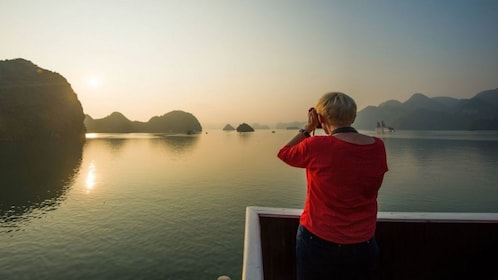 halong-bay_compressed.jpg
