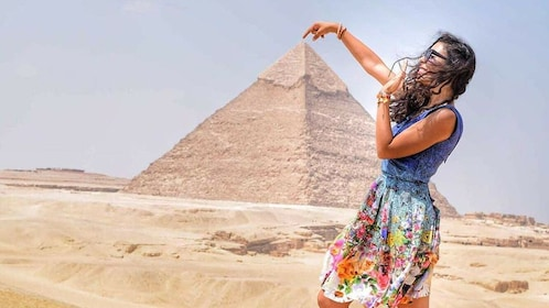 Tour to Pyramids, the Egyptian Museum, Nile lunch cruise