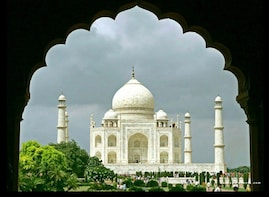 Same Day Taj Mahal Tour from Hyderabad with return flights.