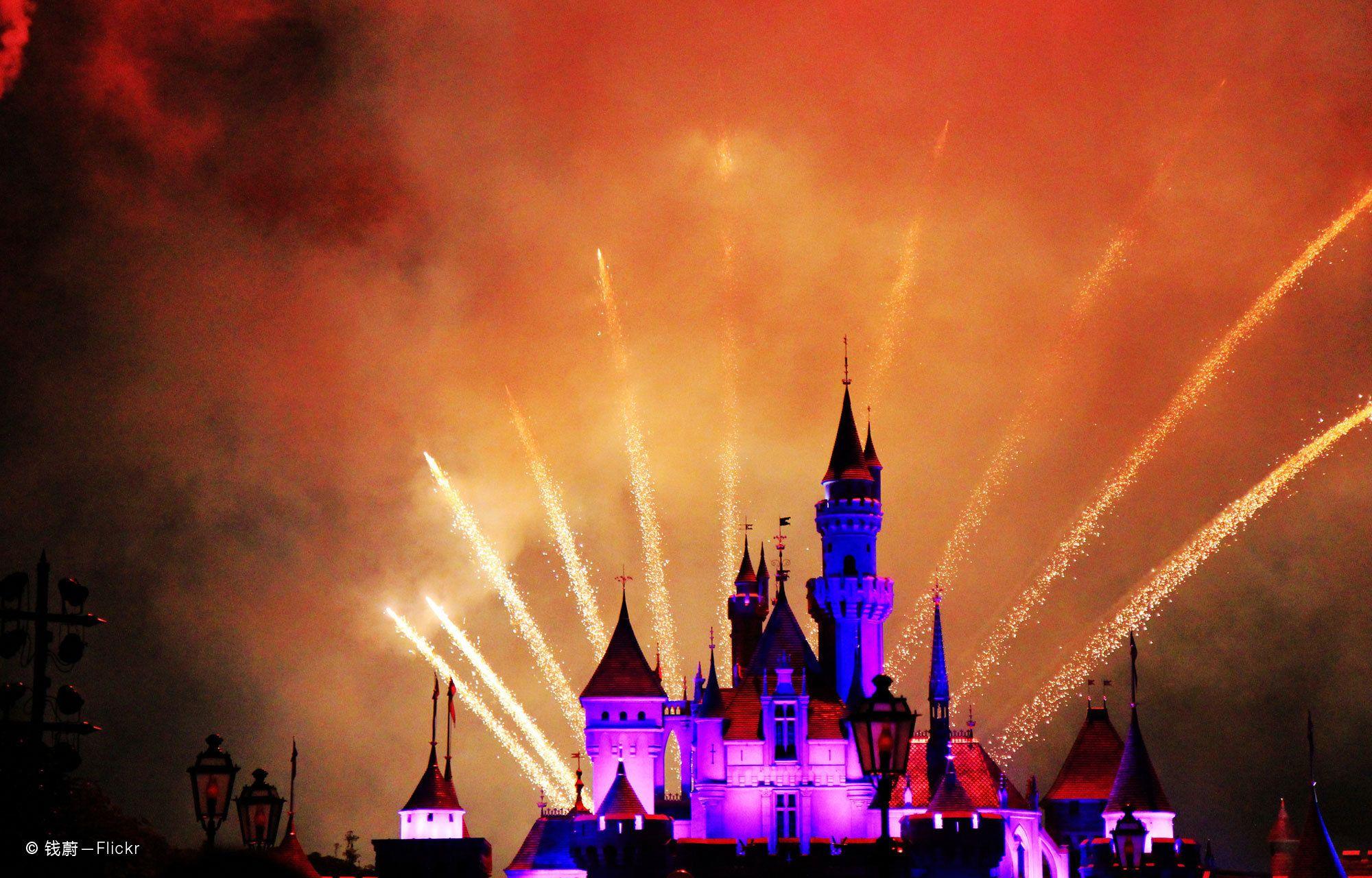 Hong Kong Disneyland Magical Day Tour with 2-Way Transfer