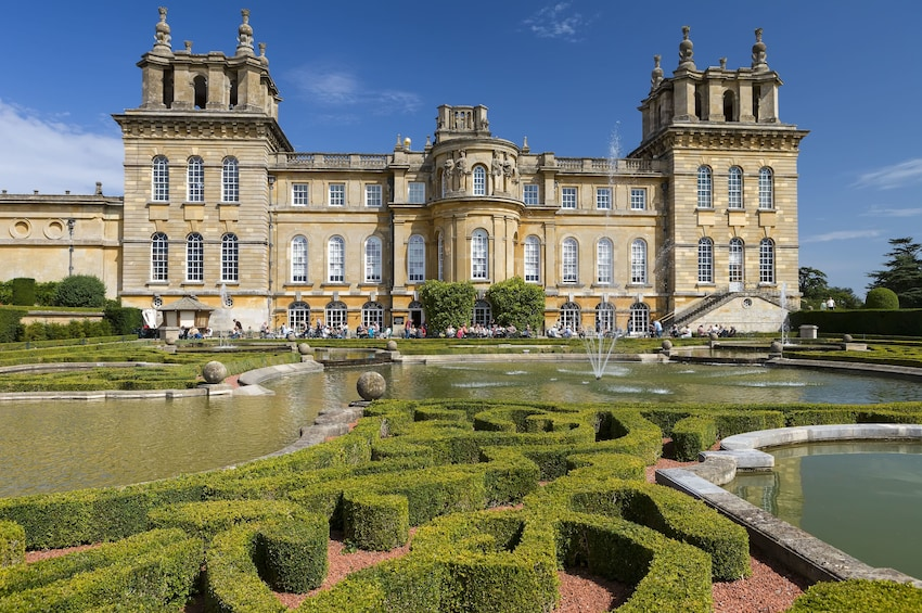 The Cotswolds and Blenheim Palace with Lunch in British Pub