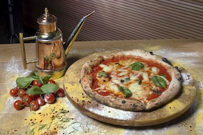 Pizza Making & Lunch or Dinner in a Local Pizzeria