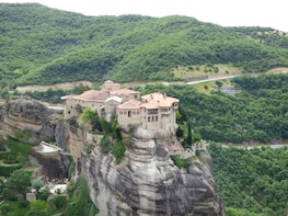2 days tour to Delphi & Meteora Monasteries
