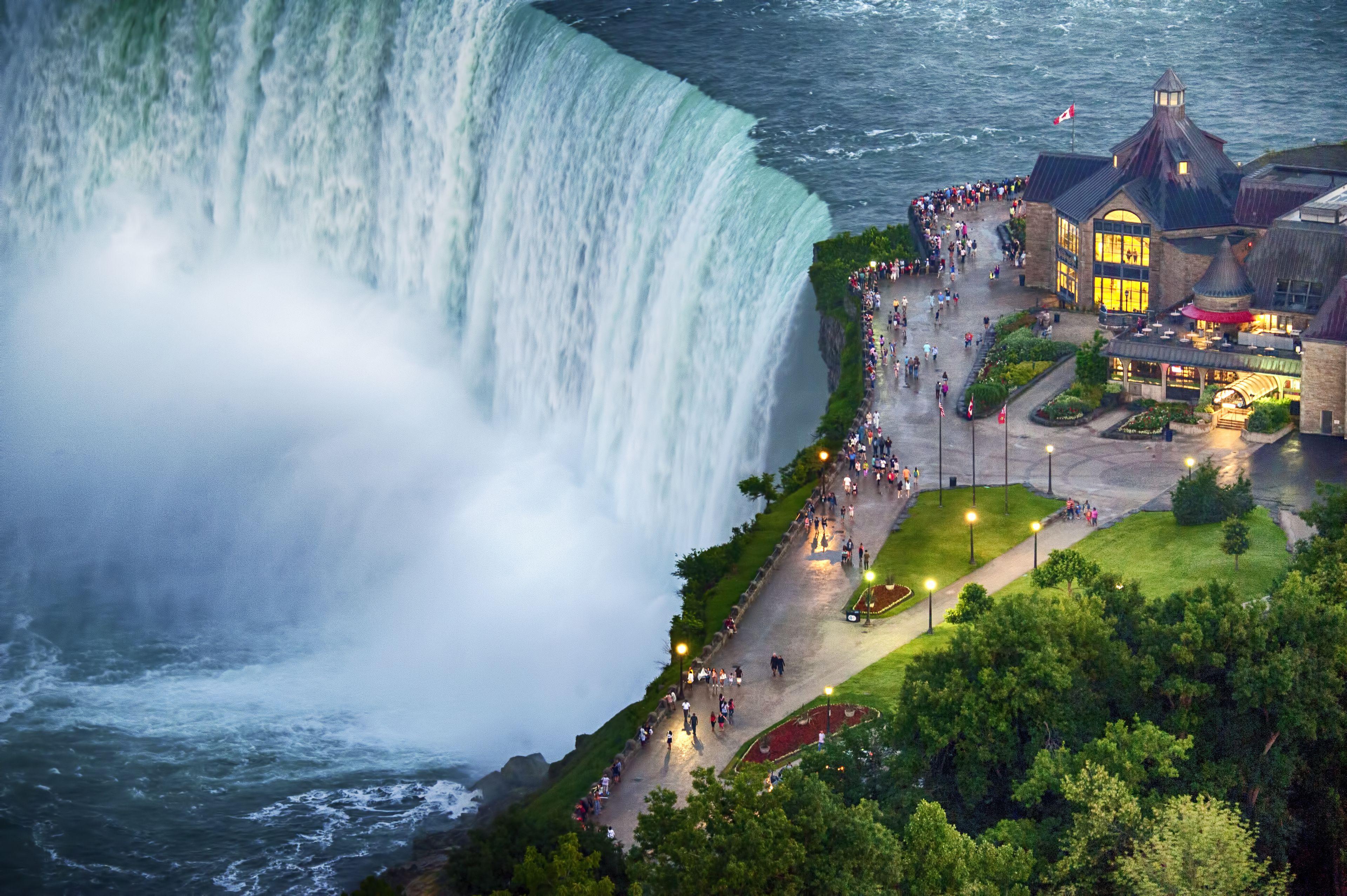 Luxury Coach Tour of Niagara Falls from Toronto